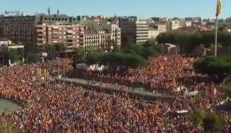 Proteste masive in Spania: Oameni pro si contra independentei Cataloniei au umplut strazile (Foto&Video)