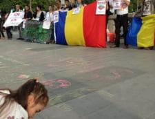 """Proteste pentru Rosia Montana - o luna de """"Uniti Salvam"""" si la Paris (Galerie foto)"""