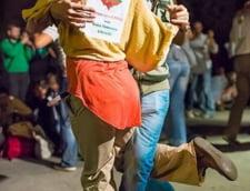 Proteste pentru Rosia Montana, ziua 17: Tango Flashmob la Universitate