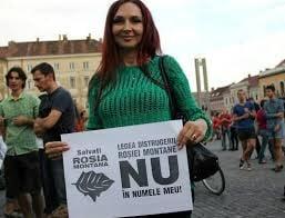 """Proteste pentru Rosia Montana si la Cluj - sotia lui Emil Boc, printre pancarte cu """"Base, lingoule"""""""