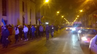 Proteste pentru demisia lui Victor Ciorbea: Mai multi oameni au iesit la Cluj, decat la Bucuresti (Video)