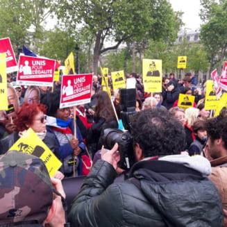 Proteste violente in Paris de Ziua Muncii: Trei politisti au fost raniti - Manifestantii au aruncat cocktailuri Molotov (Video)