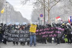 Proteste violente la Paris: Magazine incendiate si vandalizate, cel putin 11 raniti UPDATE Mai mult de 120 de persoane retinute