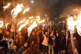 Proteste violente si la Sofia: Bulgarii au iesit in strada cu torte aprise, cerand demisia Guvernului