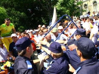 Protestele anti-Geoana s-au extins si la Iasi si Constanta