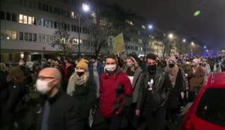 Protestele fata de interzicerea aproape totala a avortului blocheaza mai multe orase din Polonia