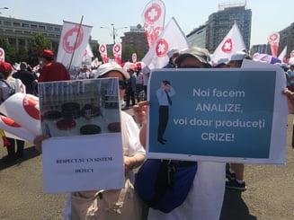 Protestele in Sanatate continua. Biochimistii reclama Guvernul la Consiliul Discriminarii: Suntem umiliti!