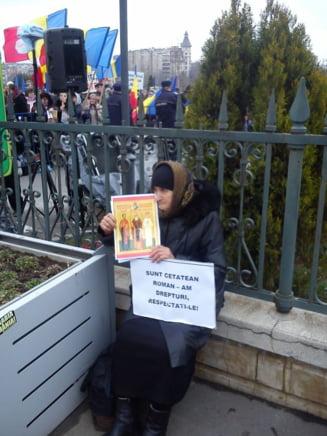 Protestul a sute de preoti la Parlament, fata de cardul de sanatate - Mancati cu masura!