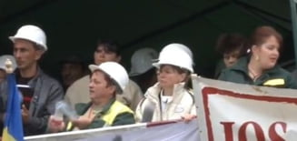 Protestul de la Rosia Montana continua: 22 de mineri raman blocati in subteran