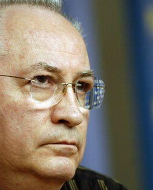 Puiu Hasotti: Iorgulescu nu mai candideaza