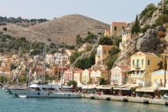 Purtarea mastii de protectie, obligatorie incepand de marti, timp de doua saptamani, pe feriboturi si nave in Grecia