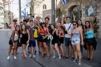 Purtarea mastii in exterior nu mai este obligatorie in Israel. Peste 60% din populatie este vaccinata