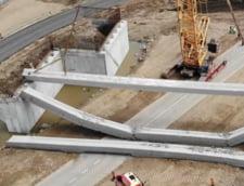 Putea sa se intample o tragedie pe santierul A10: Doua grinzi uriase dintr-un pod s-au prabusit la cateva ore dupa ce au fost montate (Foto&Video)