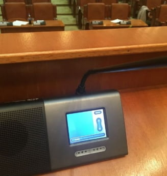 Puterea face totul pentru a inchide gura Opozitiei: Au scos butoanele de la microfonul Camerei, au taiat reteaua Wi-Fi la Senat