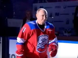 Putin a inscris opt goluri la hochei, dupa care a cazut in fata spectatorilor (Video)