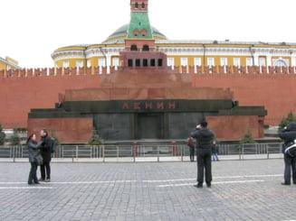Putin compara comunismul sovietic cu crestinismul si mumia lui Lenin din Piata Rosie cu moastele sfintilor: Cu ce este el diferit?