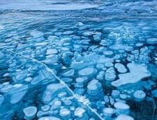 Puturi de metan sub gheata unui lac, adevarate bombe cu ceas