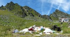 RUSINOS! Lacul Balea, bijuterie a Transilvaniei, este imprejmuit de munti de gunoaie - FOTO