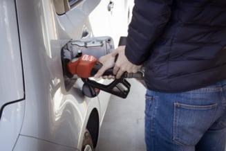 Raţionalizarea carburanţilor a provocat cozi interminabile la benzinăriile din Marea Britanie. Guvernul ia în calcul emiterea unor vize temporare de muncă pentru străini