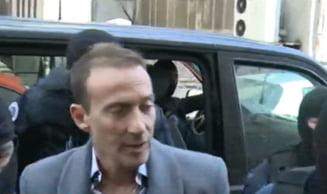 Radu Mazare luat de mascati de la restaurant si adus la DNA: Nu mi-e frica, ma!