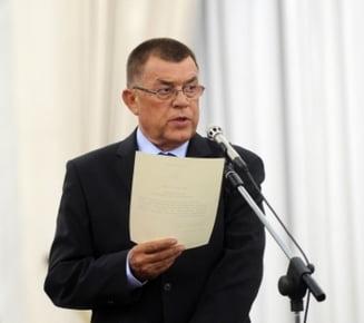Radu Stroe, printre doctoranzii lui Gabriel Oprea - Lista doctorilor celebri scosi de SRI