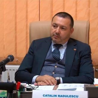 Radulescu isi sustine ideea despre homosexuali si dupa plangerea la Consiliul Discriminarii. Spune ca e protejat de imunitate