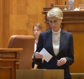 Raluca Turcan: Sunteti guvernul lui Liviu Dragnea. Cel putin inca doi ministri ar trebui sa fie alaturi de el