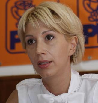 Raluca Turcan cere demisia lui Pasat, ghiuleaua de piciorul PD-L
