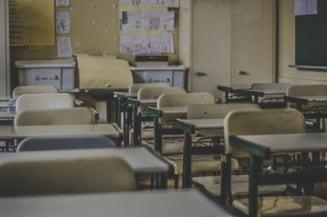 Raport pesimist: 28 de scoli au trecut de la scenariul verde la scenariul galben sau rosu intr-o singura zi, din cauza evolutiei epidemiei de COVID-19