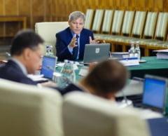 """Raportul final pe """"gaura"""" din buget de 10 miliarde de lei a fost retrimis la comisiile de specialitate"""