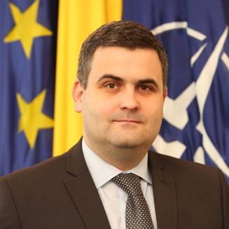 Raspunsul ministrului Les la acuzatiile lui Iohannis referitoare la dotarea Armatei