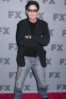 Rau pana-n maduva oaselor: Cum si-a pierdut virginitatea Charlie Sheen