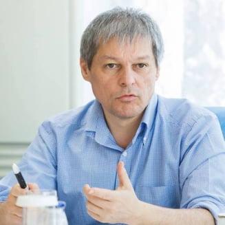 Reactia lui Ciolos dupa ce Guvernul PSD l-a invinovatit pentru proiectul care permite condamnati in Executiv