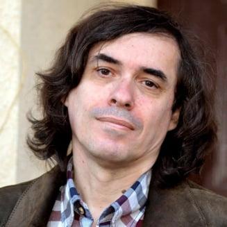 """Reactia lui Mircea Cartarescu dupa primele exit poll-uri: """"In your face, Gabi Firea! Bravo, Nicusor Dan!"""""""