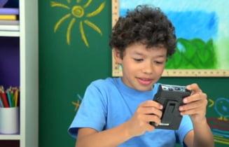 Reactia senzationala a unor copii cand vad un walkman (Video)