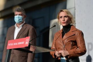 """Reactie in cazul sculpturilor expuse in primaria lui Clotilde Armand: """"Noul PSD european chicoteste ca proasta-n targ la niste nuduri"""""""