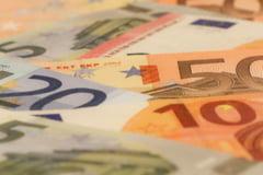 Reactie virulenta a Grupului Visegrad fata de planul UE de a da bani doar tarilor cu justitie independenta. Romania a participat iar la discutii
