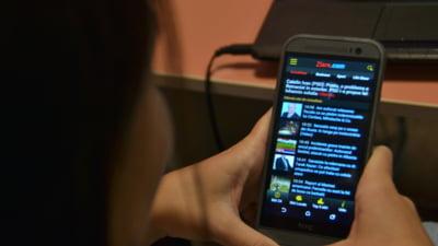 Recompensa de 100.000 de dolari pentru a trai un an fara smartphone