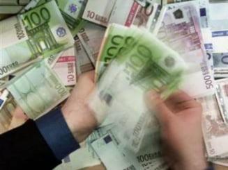 Record european: Peste 400.000 de bancnote euro false