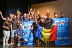 Record mondial: Echipa de Robotică a României a obţinut locul întâi la Campionatul Internaţional de la Chicago