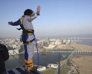 Recorduri la bungee jumping si platforme in Romania (Video)