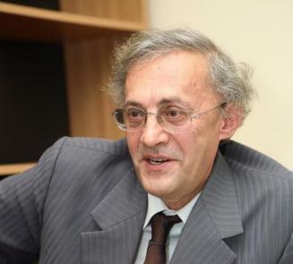 Rectorul UMF Iasi, Vasile Astarastoae, audiat de procurorii DNA