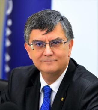 Rectorul Universitatii Bucuresti demisioneaza din CNATDCU, din cauza numirii lui Valentin Popa ca ministru al Educatiei