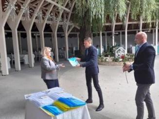 Recunostinta comunitatii nasaudene pentru 39 de profesori voluntari! Flori si ganduri de apreciere, din partea primarului Dorin Vlasin