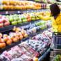 Reducerea TVA lasa 5 mld. lei in buzunarele consumatorilor daca retailerii reduc preturile