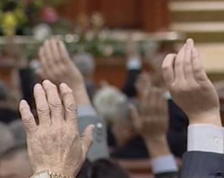Reducerile salariilor bugetarilor si pensiilor speciale au trecut de Parlament (Video)