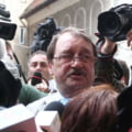 Referat DNA: Mircea Basescu s-a folosit de numele presedintelui si a primit bani