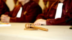 Referendumul, marul discordiei la CCR - judecatorii se ameninta cu procese (Video)