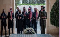Regele Abdallah al II-lea al Iordaniei si printul Hamza, impreuna la rugaciune dupa acuze grave de complot