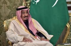 Regele saudit in Rusia: Doua hoteluri de lux rezervate, delegatie de 1.500 de oameni. Incident nefericit - i s-au blocat treptele rulante din aur